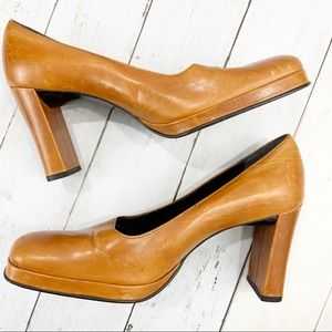 🔥BCBGMAXAZRIA Camel Square Toe Block Heels | 8.5
